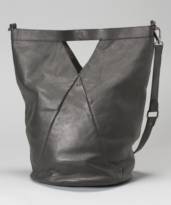 <b>Vond Bag</b><br> Leather<br>Available in Black and Grey<br>$300